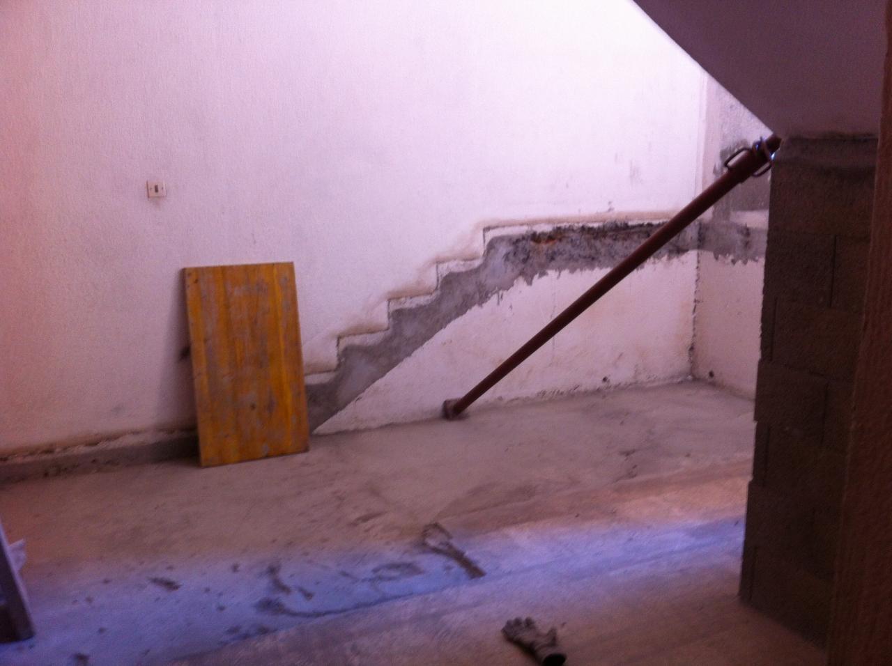 ancien escalier cassé
