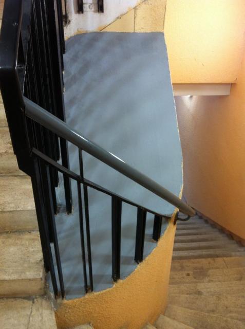 """centre escalier repeint """"anti-poussière"""""""