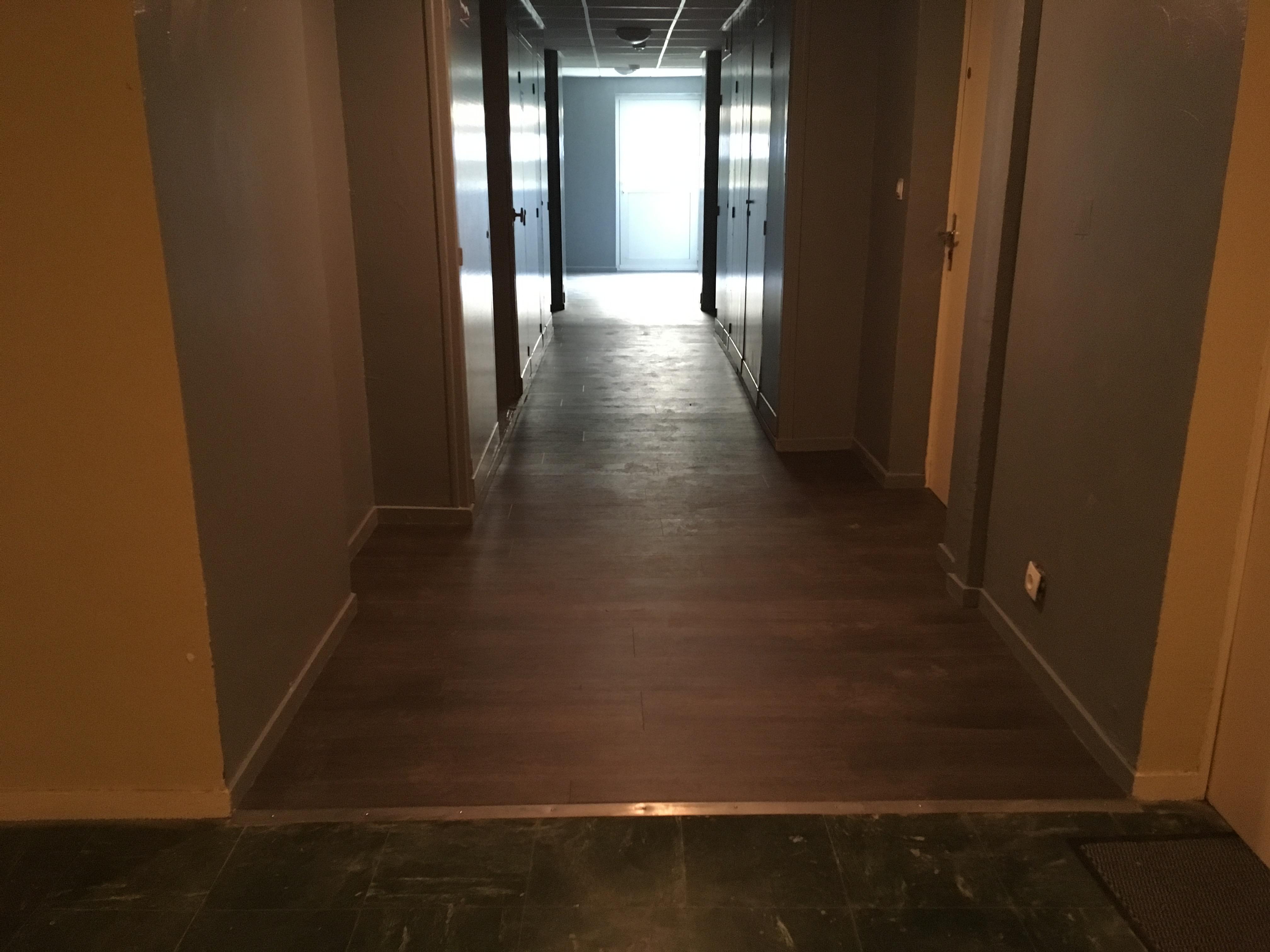 couloir sous sol terminé