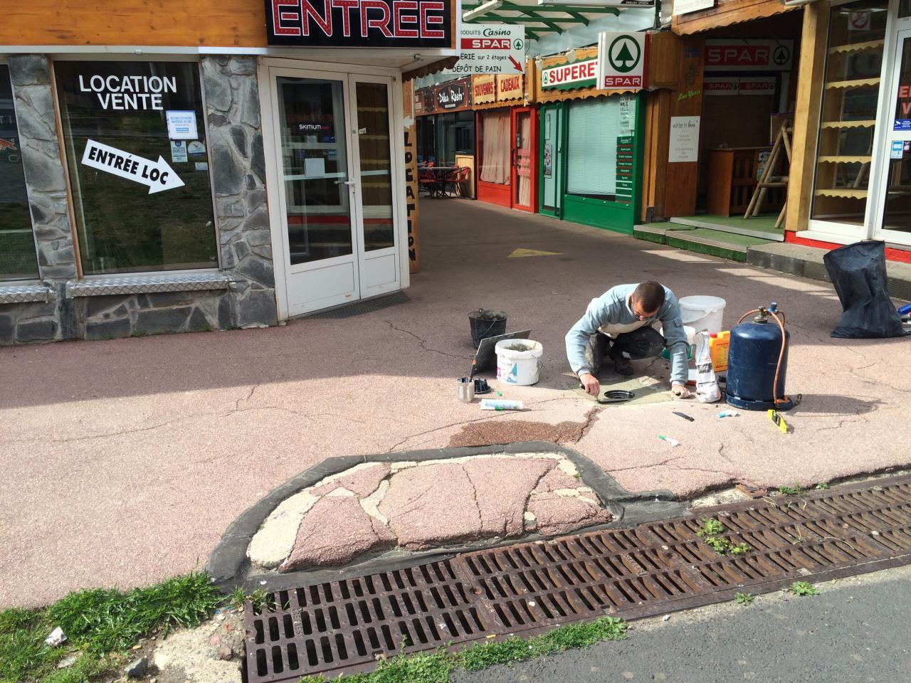 réparation des évacuations sur le trottoir de La Gravière