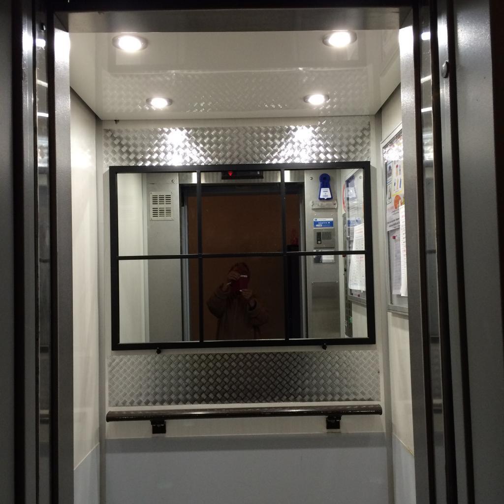 petit ascenseur : nouvel éclairage