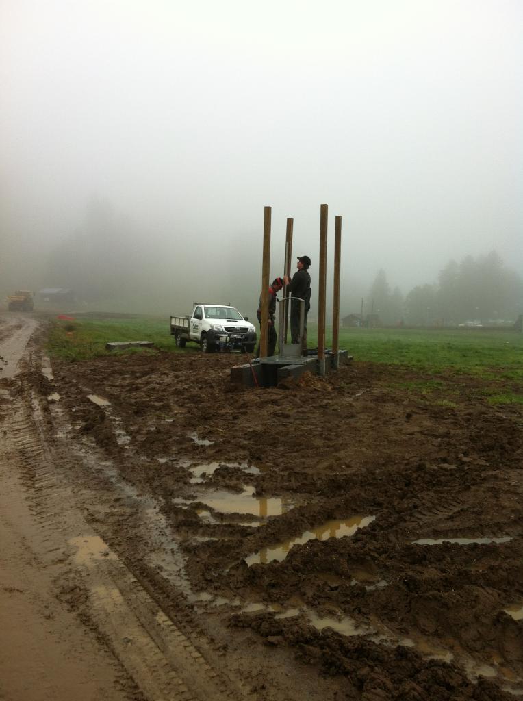 construction de l'abri dans le brouillard