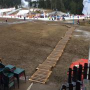 chemin de bois pour accéder aux pistes à partir de Sumène