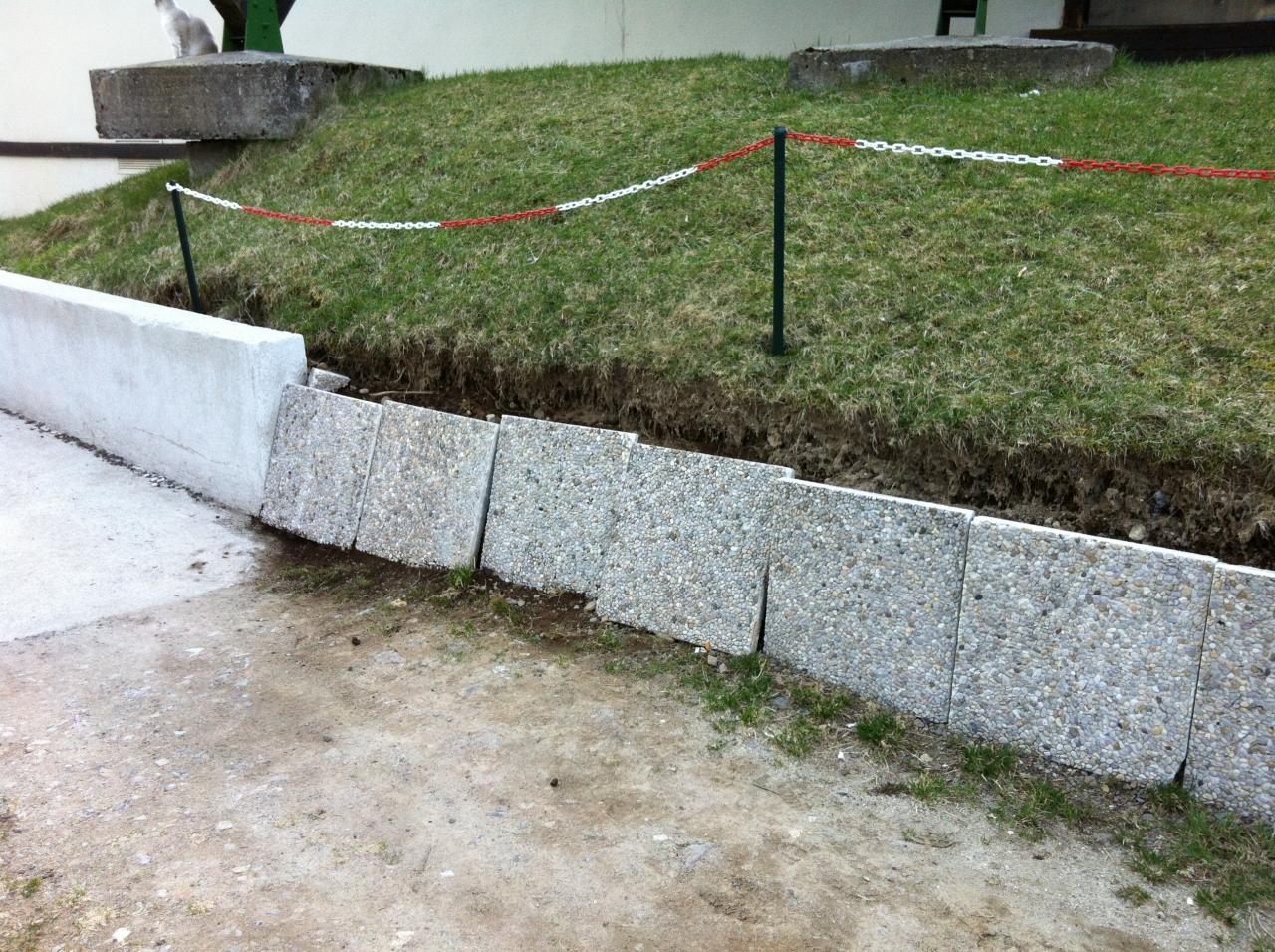 les dalles cassées ont été remplacées