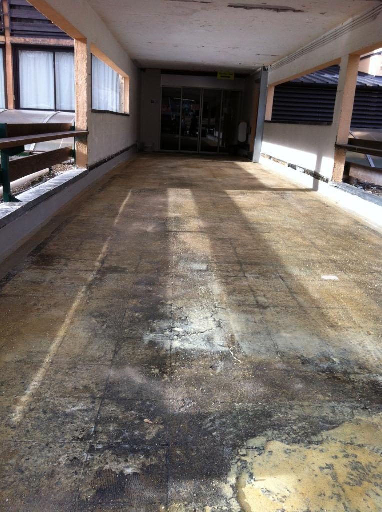 le sol recouvert de résine étanche