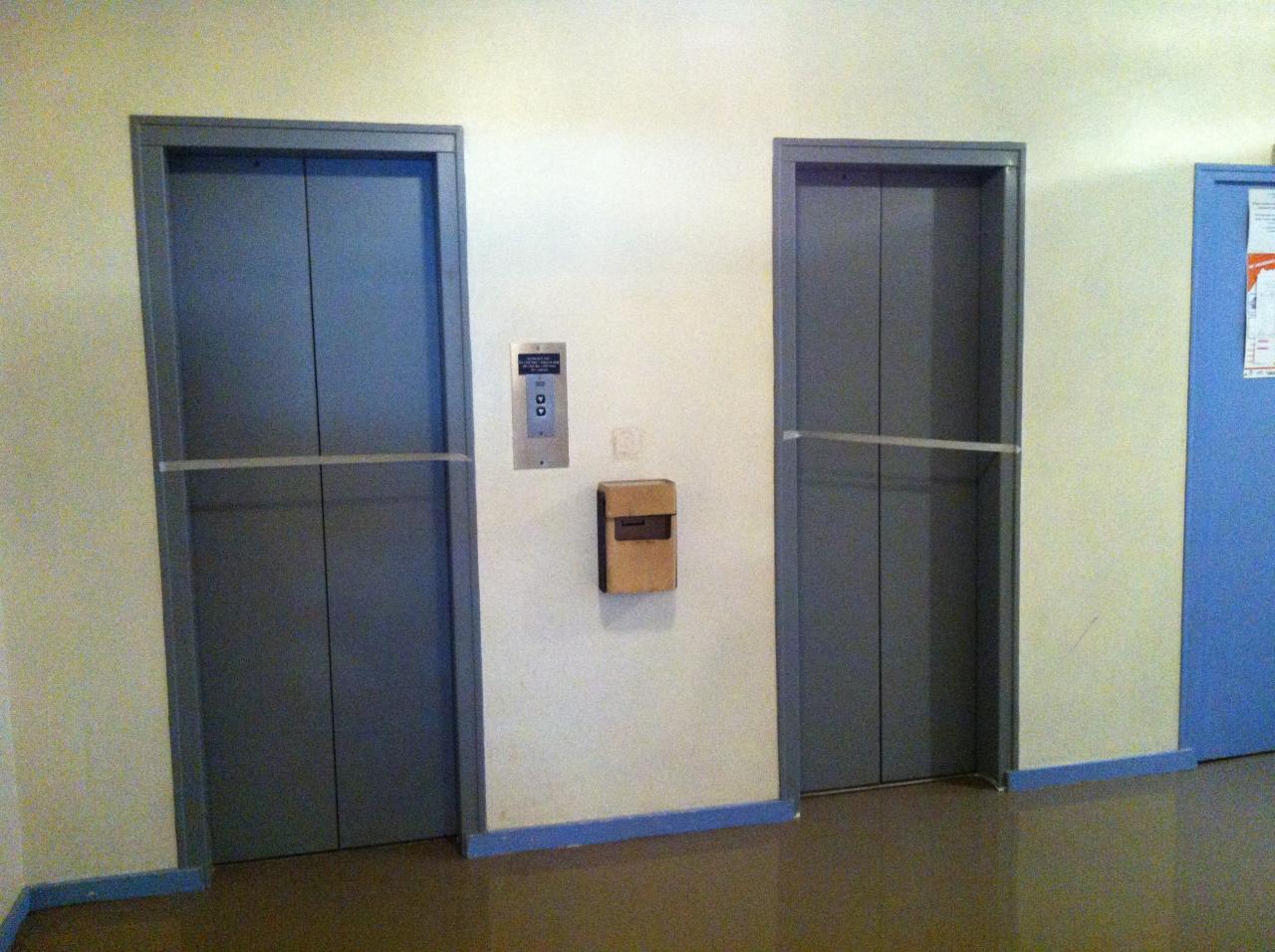 balisage au niveau des portes ascenseurs