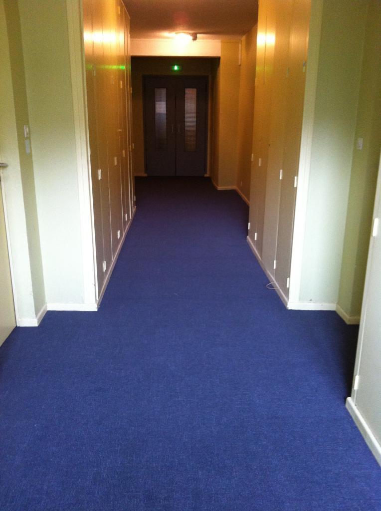 13 ème étage couloir pair