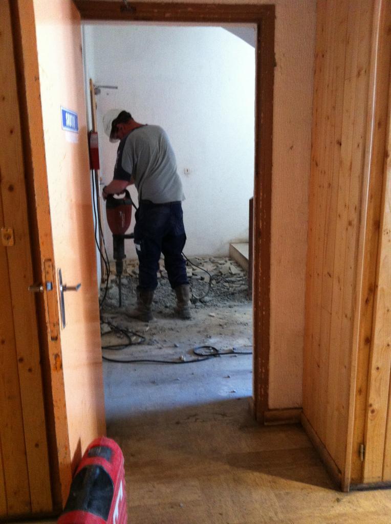 destruction du palier arrivée au marteau piqueur