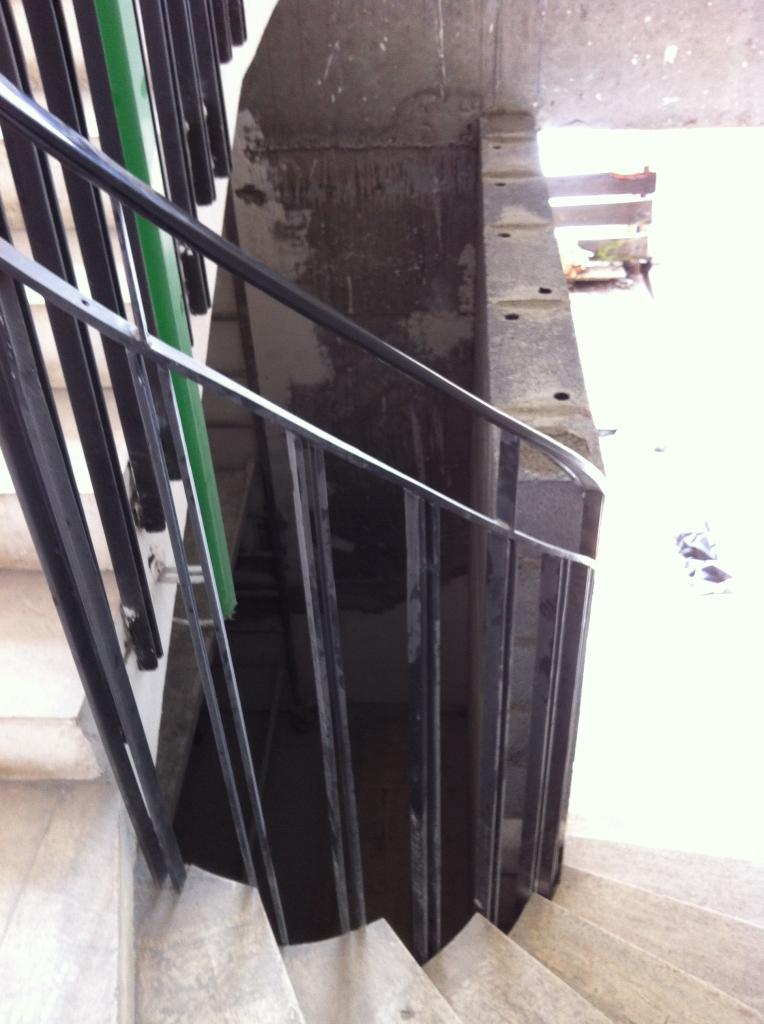 pb fermeture local dans tournant escalier
