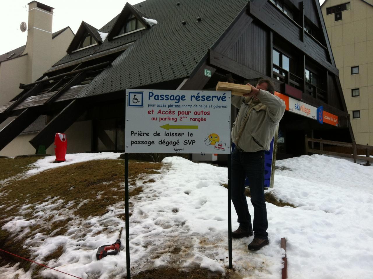 pose pancarte accès parking