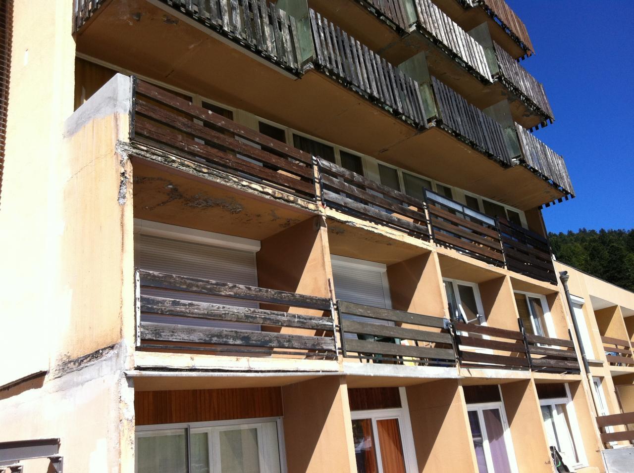 côté impair : mauvais état dalle privative des balcons