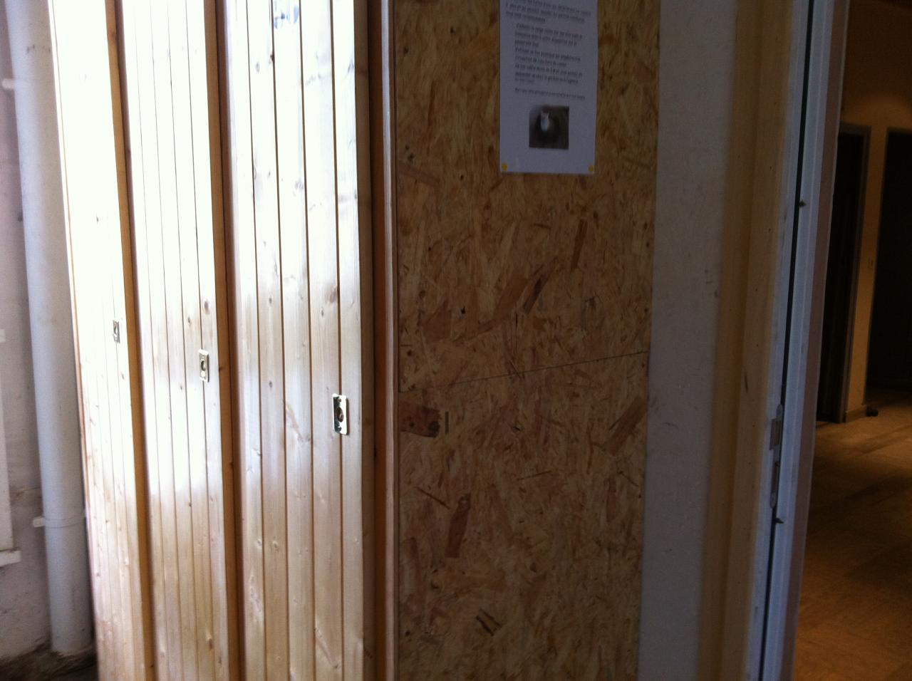 les 3 casiers bois recasés dans local 1