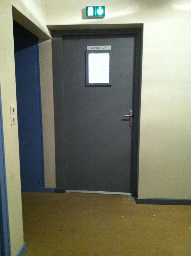 porte palier avec seuil et numéro étage