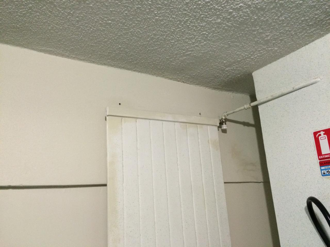 2 trous au dessus du radiateur