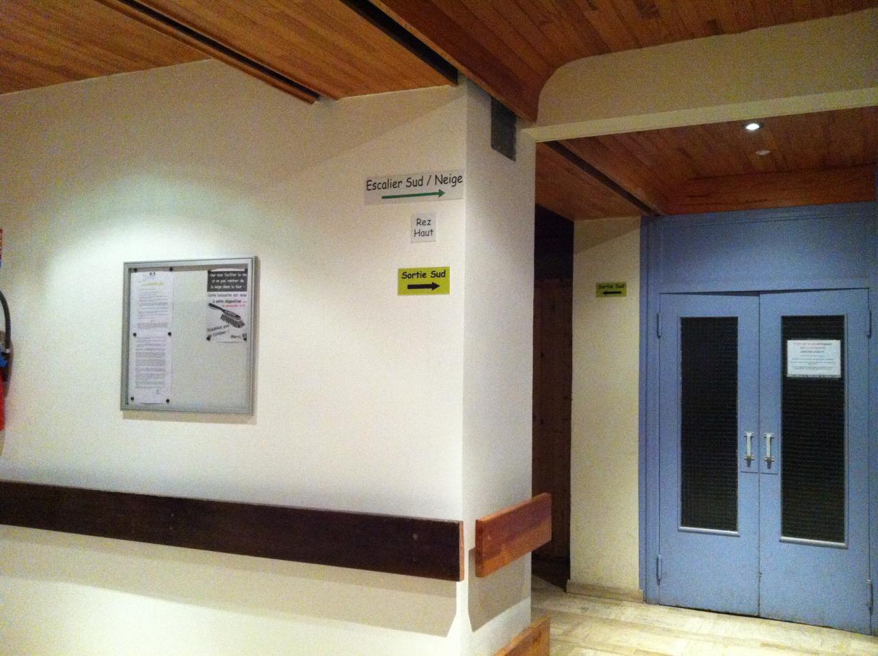 le nouveau hall RDC haut  devant ascenseurs
