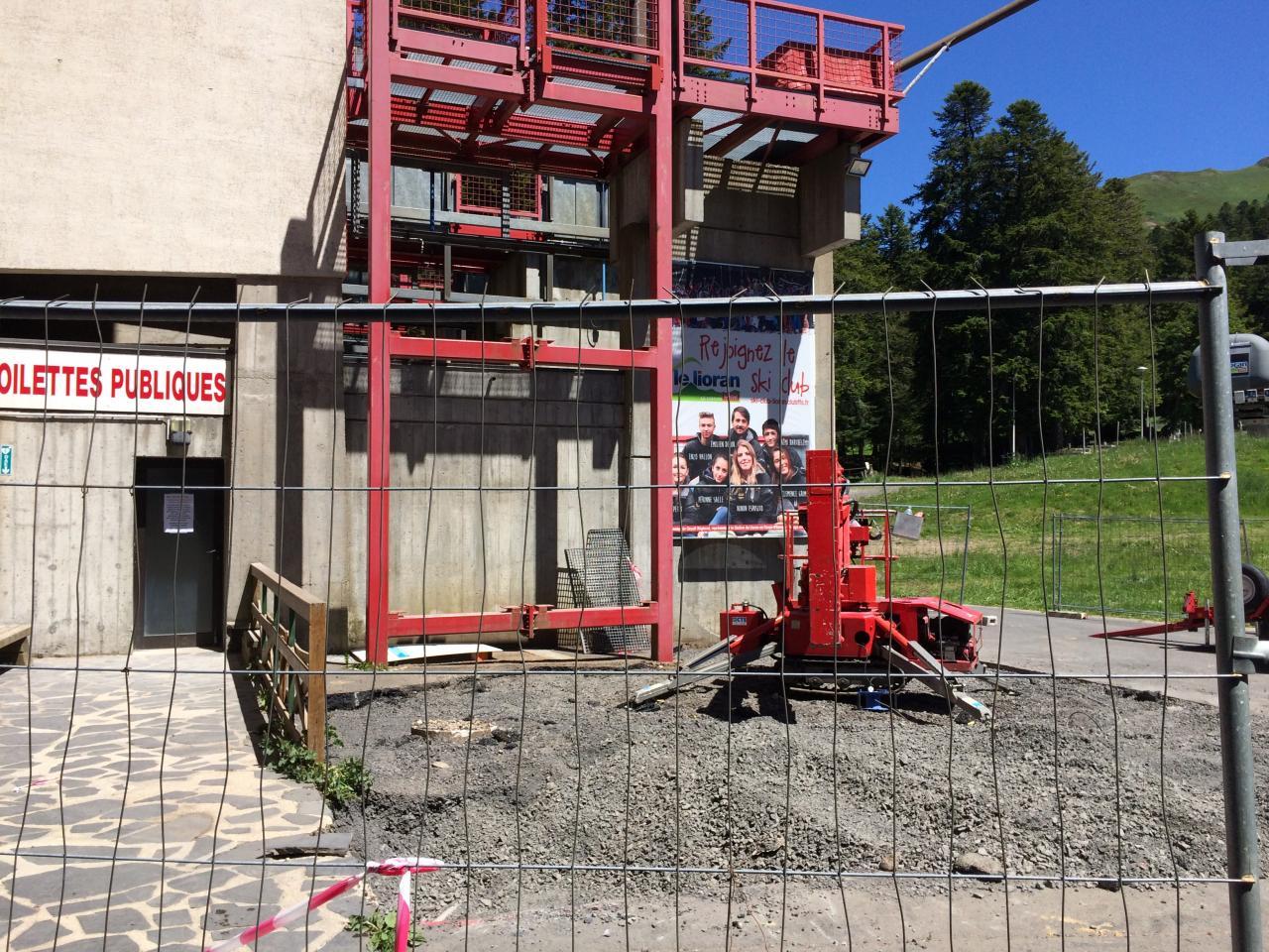 préparation  construction ascenseur extérieur