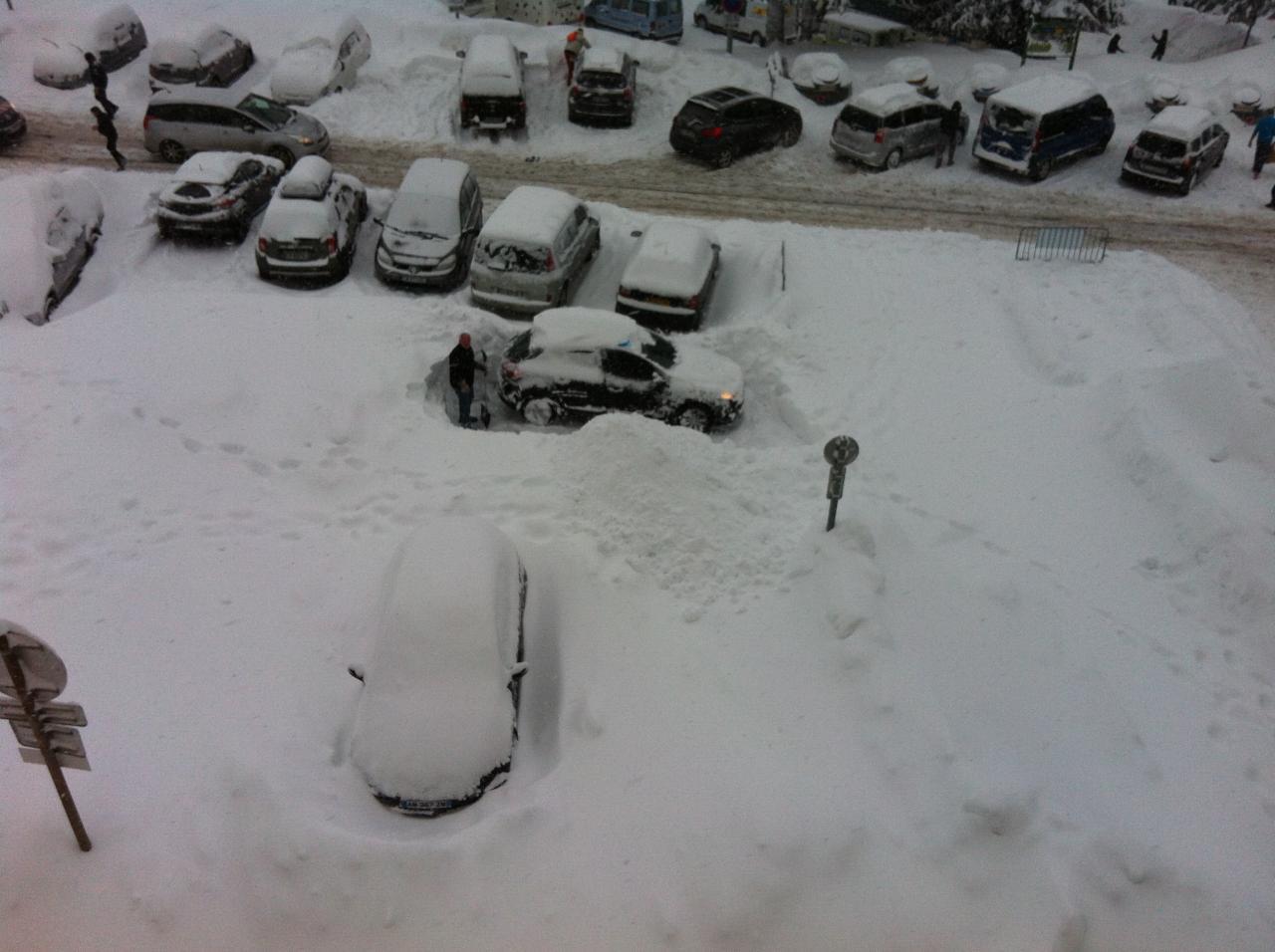 dimanche 16 h : à la recherche de l'auto enfouie ...