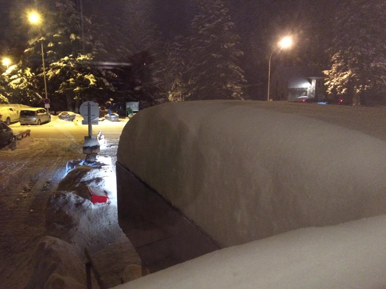 épaisseur de neige sur le toit de l'auvent Nord de Sumène