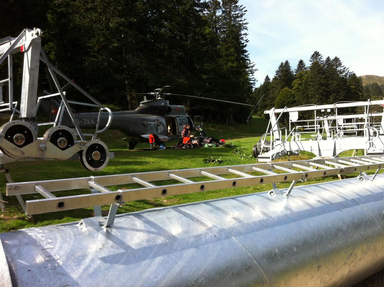 l'hélicoptère se prépare