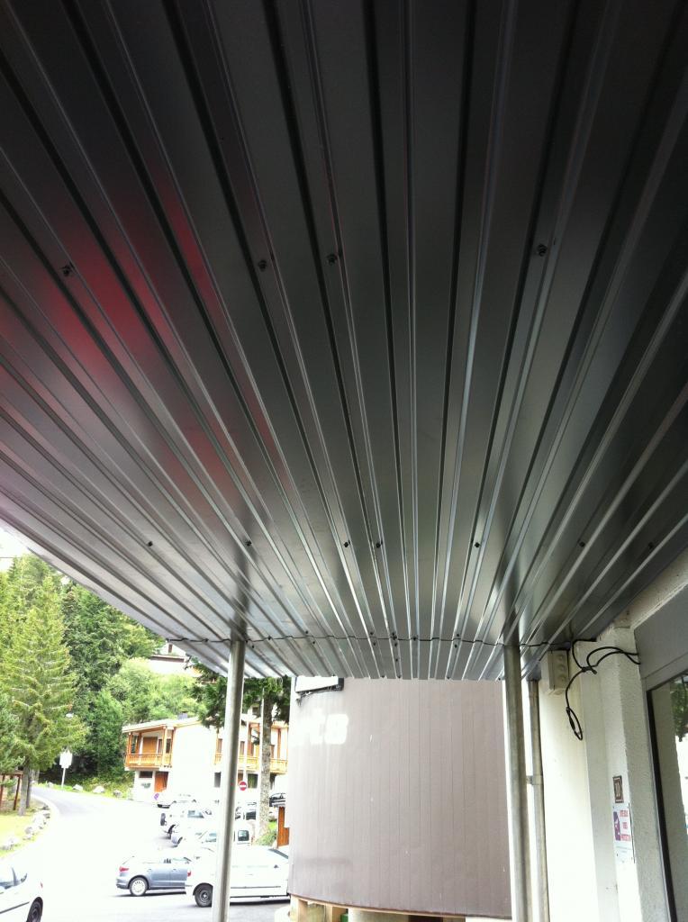 faux plafond de l'auvent Nord côté téléphérique