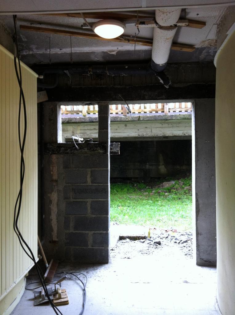cadre prêt pour porte sous sol