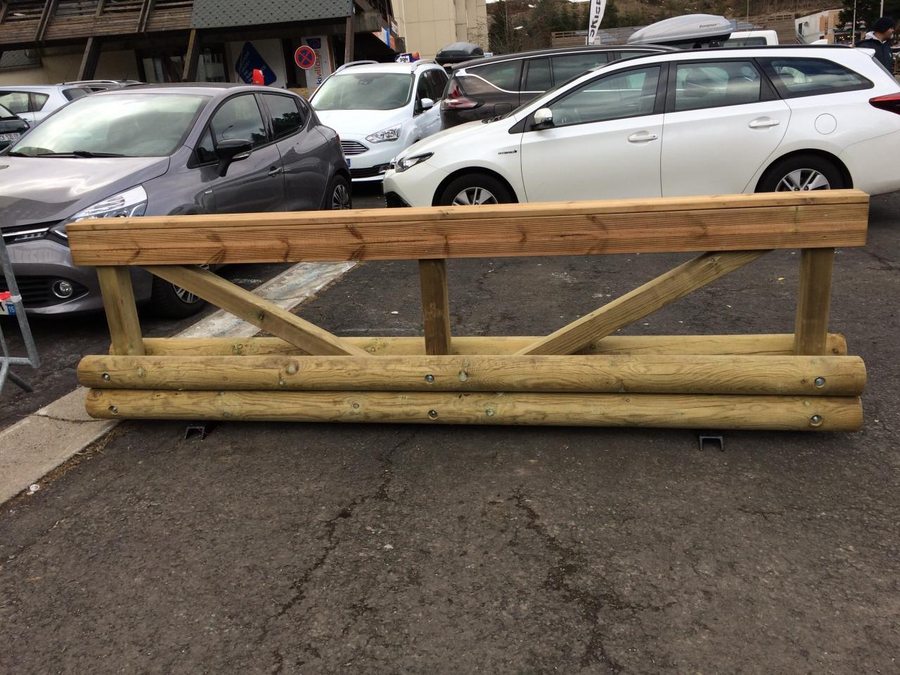nouvelles barrières bois installées par mairie (2)