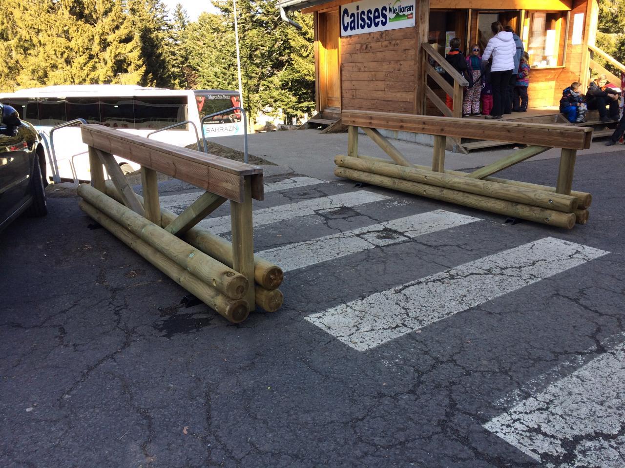 nouvelles barrières bois installées par mairie (3)