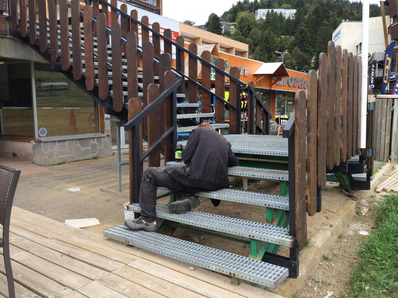 peinture escalier sud : finition des montants