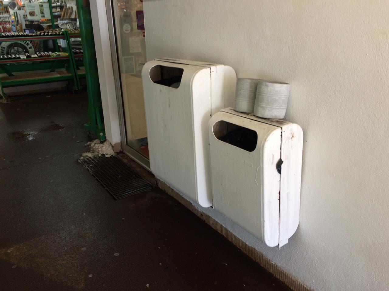 poubelles et cendriers couloi=r galerie
